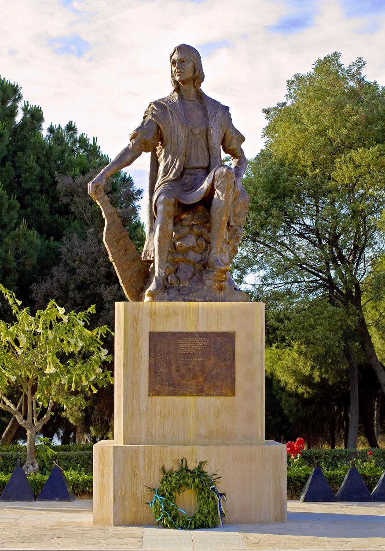 """2006 (anlässlich des 500. Todestages von Christoph Kolumbus). Entwurf von Alberto Fernán Franco. Palos de la Frontera, Monasterio de La Rábida. <br> Quelle: <a href=""""https://commons.wikimedia.org/wiki/File:La_R%C3%A1bida_Col%C3%B3n.jpg"""">User:Miguel Ángel """"fotógrafo"""" / Wikimedia Commons</a><br>Lizenz: <a href=""""https://creativecommons.org/licenses/by-sa/3.0/deed.en"""">Creative Commons BY-SA 3.0</a>"""