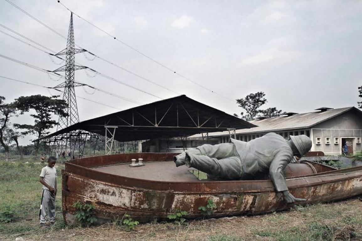 Gestürzte Statue Henry Morton Stanleys