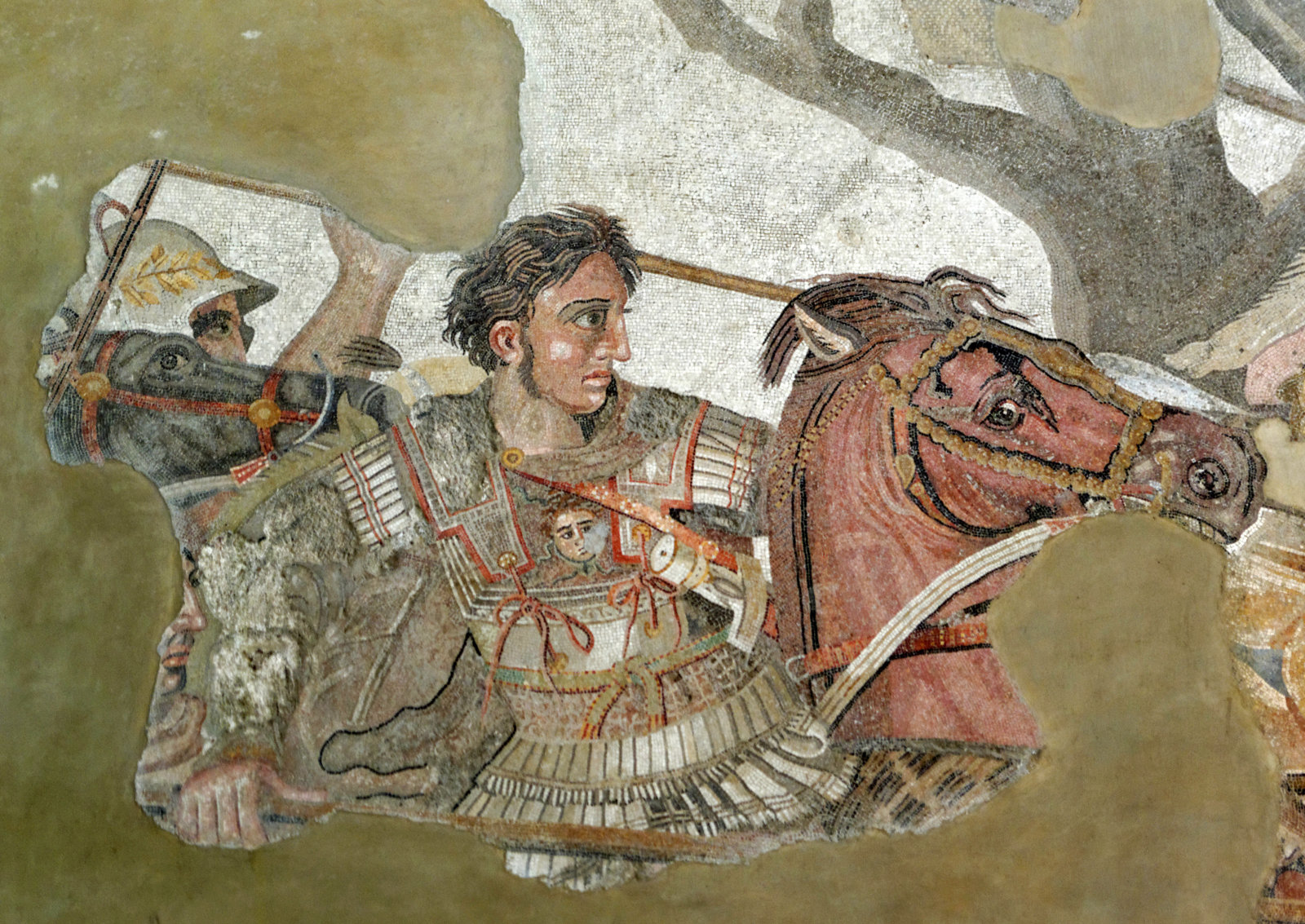 "Kopie des 2. Jhs. v. Chr. nach einem Gemälde des späten 4./frühen 3. Jhs. v. Chr., Mosaik/Stein, Maße 5,13 m x 2,72 m, Neapel, Museo Archeologico Nazionale.<br> Quelle: <a href=""https://commons.wikimedia.org/wiki/File:Alexander_and_Bucephalus_-_Battle_of_Issus_mosaic_-_Museo_Archeologico_Nazionale_-_Naples_BW.jpg"">User:Berthold Werner / Wikimedia Commons</a> <br>Lizenz: <a href=""https://creativecommons.org/licenses/by-sa/3.0/"">Creative Commons BY-SA 3.0 Unported</a>"