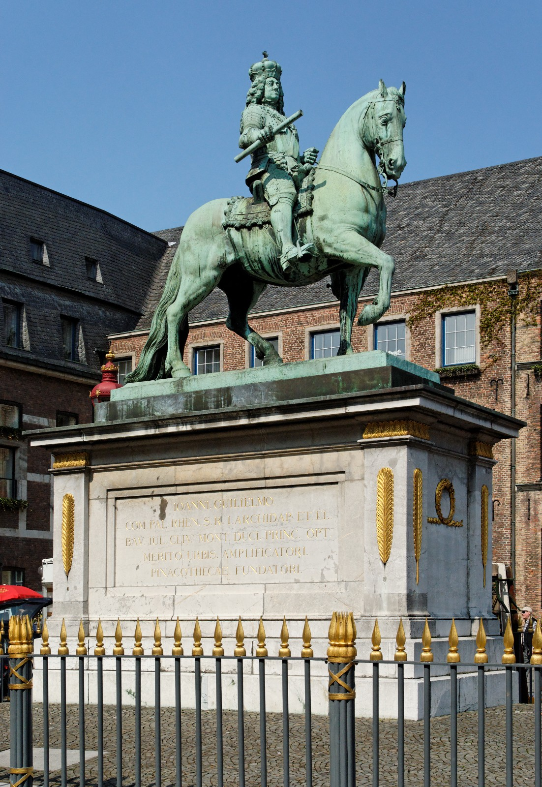 1711, Bronze, Marktplatz in Düsseldorf-Altstadt, Entwurf von Gabriel Grupello.<br>