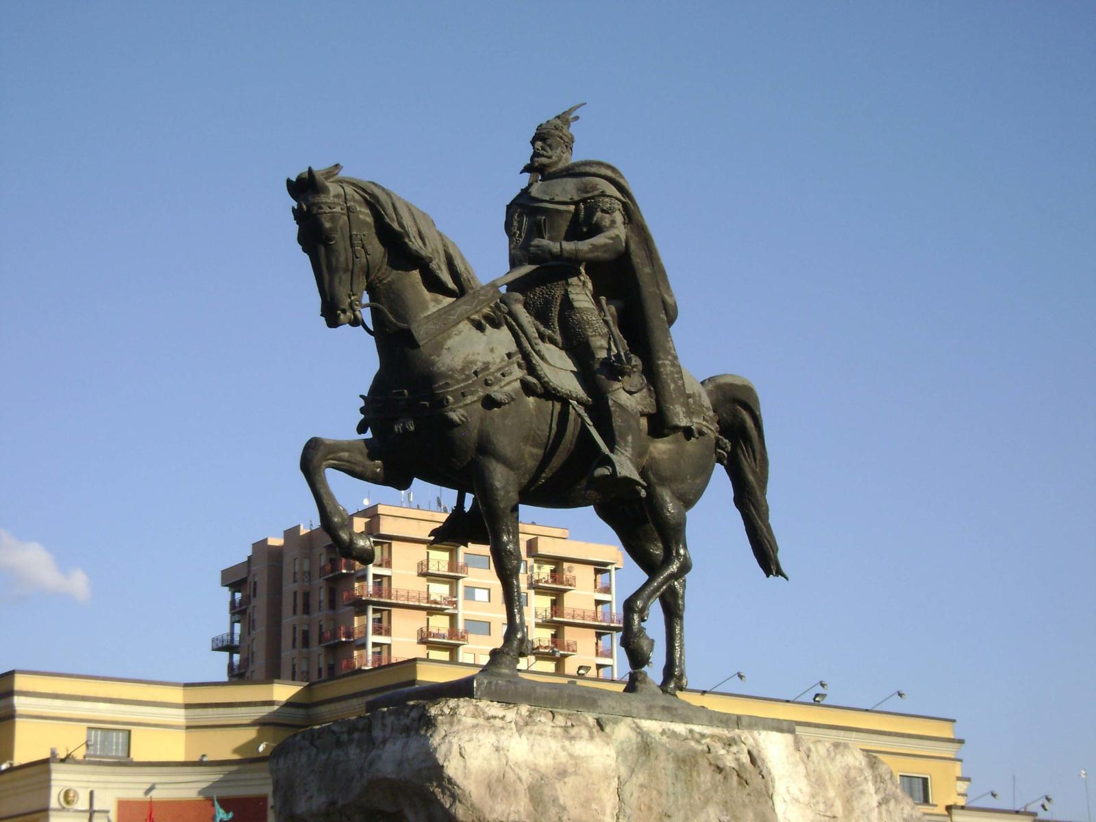 Reiterstandbild von Skanderbeg in Tirana